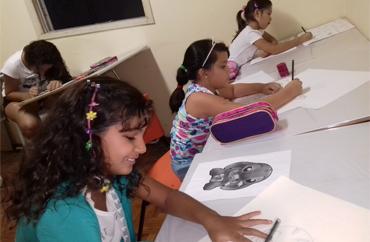 alunas-da-escola-de-desenho-rogerio-roque-arts
